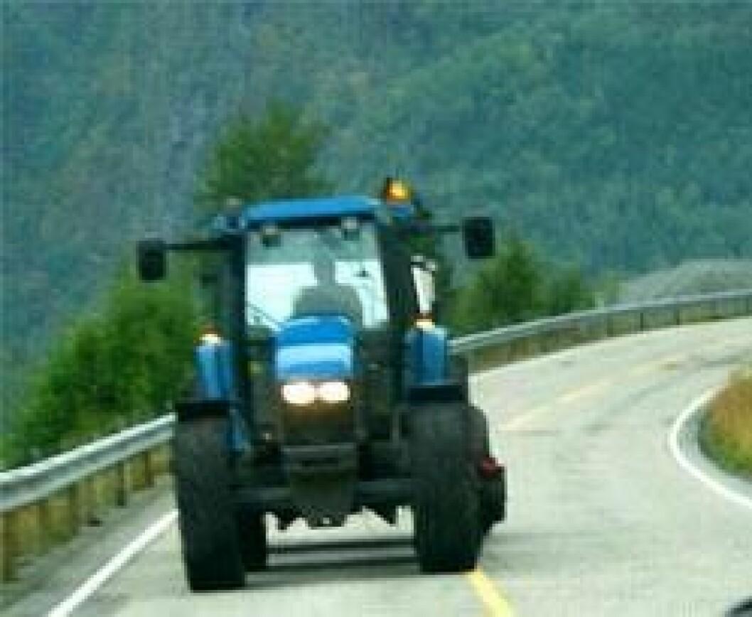 Traktor i trafikk