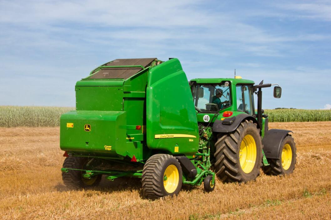 JD ISOBUS traktor og presse