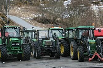 Bøndene eig kvar tredje traktor