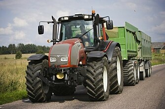Svenskene lar 15 åringer kjøre traktor