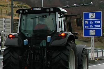 790 kroner for å passere med traktor