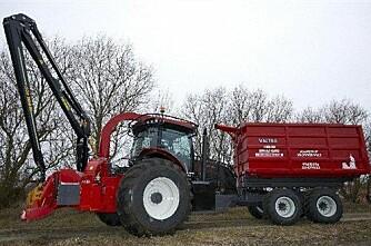 Omskapte Valtra-traktor til flishogger