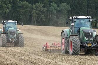 To traktorer - én sjåfør!