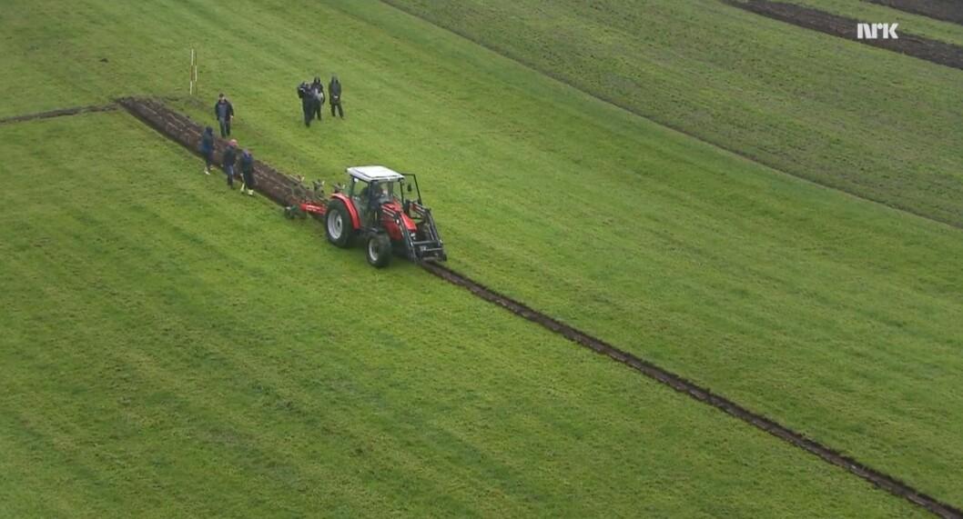 Du finn prisar som kan brukast på det aller meste av arbeidet som blir gjort i landbruket, iallfall om der er ei maskin involvert, i Bedre Gardsdrifts maskinleigeprisliste. Til og med om maskina skal på TV. Skjermdump: NRK.no