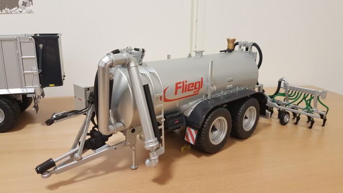 Premie 5. desember: 1:32 modell av Fliegl gjødselvogn frå Felleskjøpet Rogaland Agder.