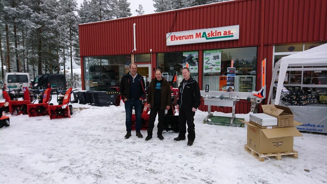 Fra høyre: Roger Lerberg, produktsjef traktor i Svenningsens, Frits van Loon, eier og verkstedansvarlig og Harald Pedersen, daglig leder og eier.
