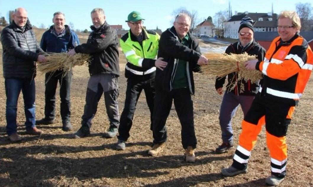 Noen av årets deltakere måler allerede krefter før konkurransen er kommet ordentlig i gang. Foto: Karstein Brøndbo