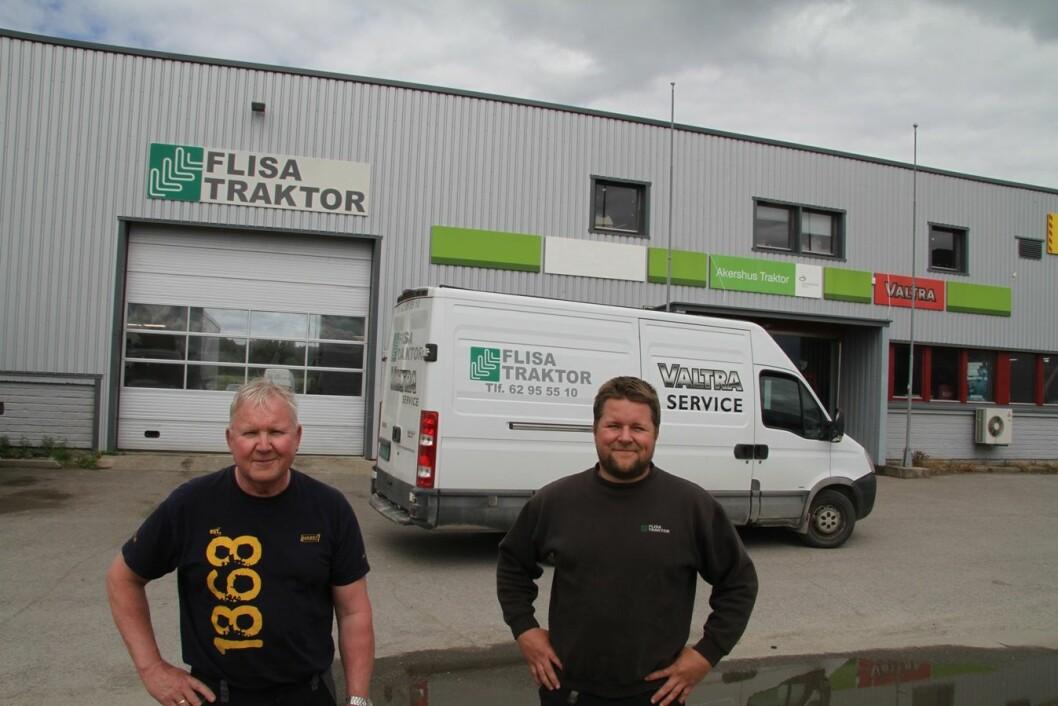 Dagens drivere av Flisa Traktor, Svein Graaberget og Thomas Graaberget, blir med videre i det nye samlokaliserte selskapet med Akershus Traktor og Eiksenteret på Flisa. (Arkivfoto: Håkon Bjerke)