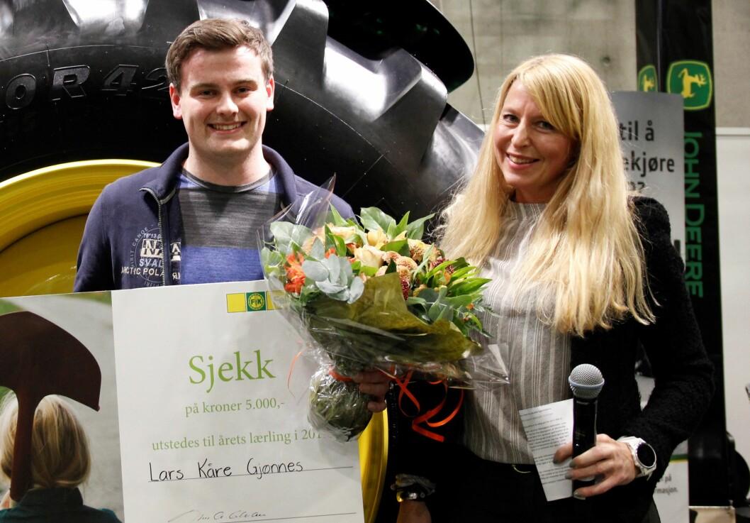 Årets lærling, Lars Kåre Gjønnes, og Kristin B. Watndahl, HR-direktør i Felleskjøpet. Pressefoto