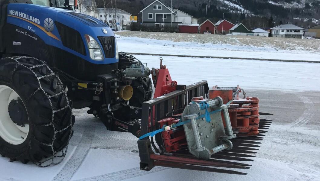 Sjåføren av denne traktoren fikk ikke kjøre videre slik. Foto: Statens vegvesen