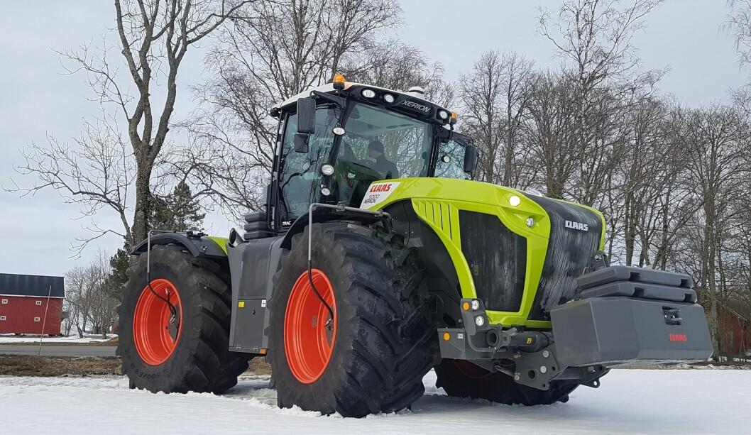 Østfold Traktor har hentet inn en Claas Xerion 5000 Trac for å markere jubileet til helgen. Pressefoto: Espen Syljuåsen
