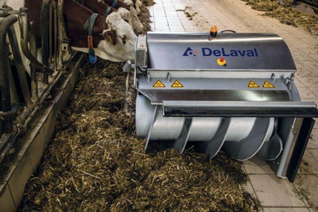 Fôrroben blander fôret samtidig som det skyves inn mot dyra. Foto: produsenten
