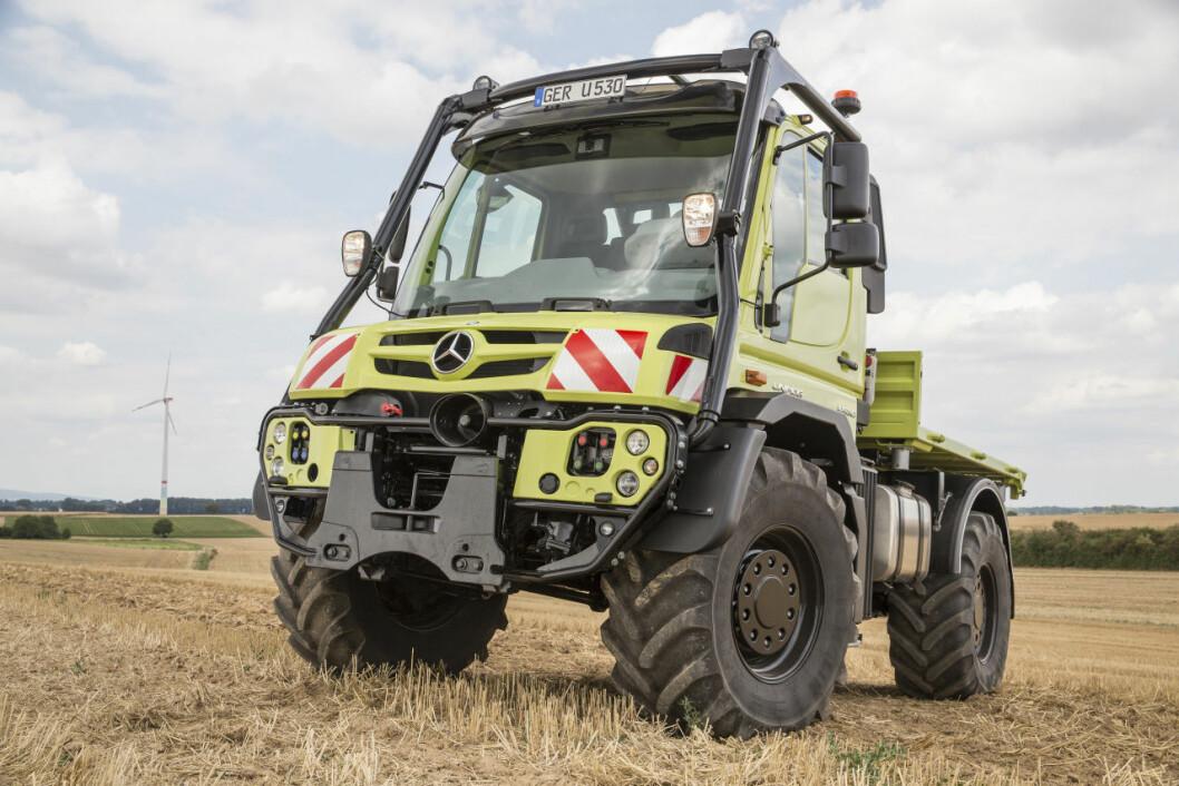 Unimog er på en gang både lastebil og traktor med kraftuttak framme og bak. Foto: produsenten