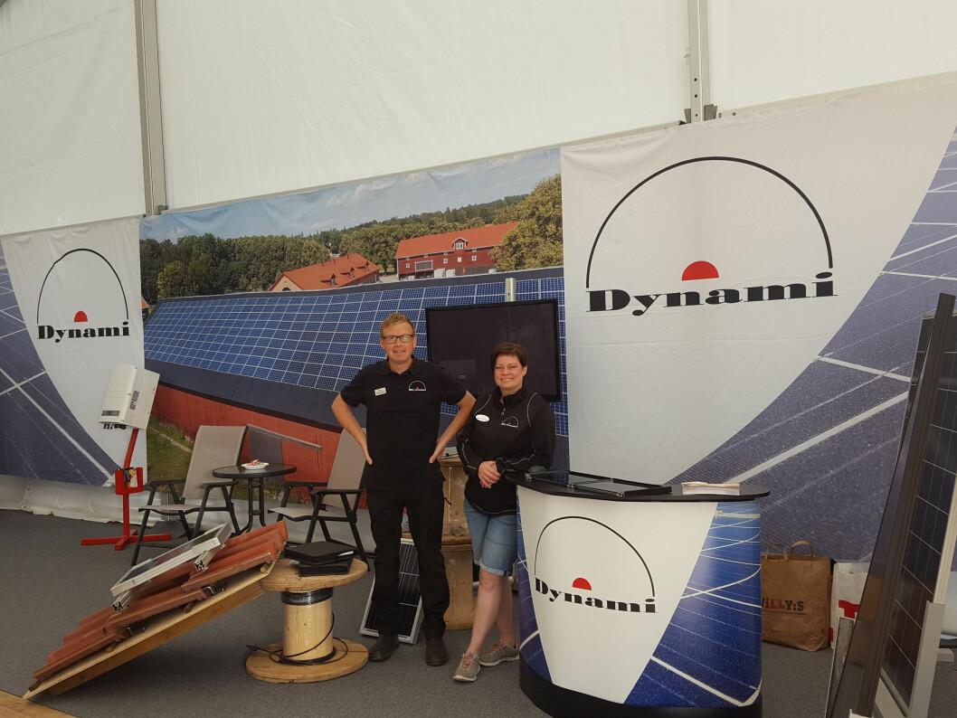 Mats og Malin Fimmerstad i Dynami tar solenergien et nytt skritt videre ved å kombinere solcellepanelet og solfangeren i et hybridpanel. Foto: produsenten