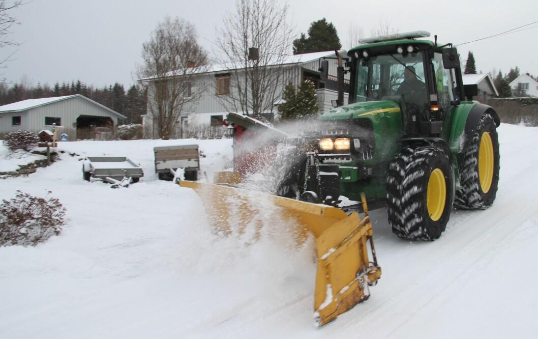 Selv om Vaktmesterkompaniet inngår avtale om kjøp av 20 MF4709, blir det fortsatt plass til traktorer i andre farger. Arkivfoto.