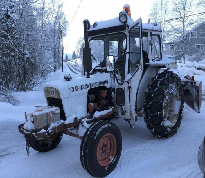 David Brown 885 i snørydding av gardsvei