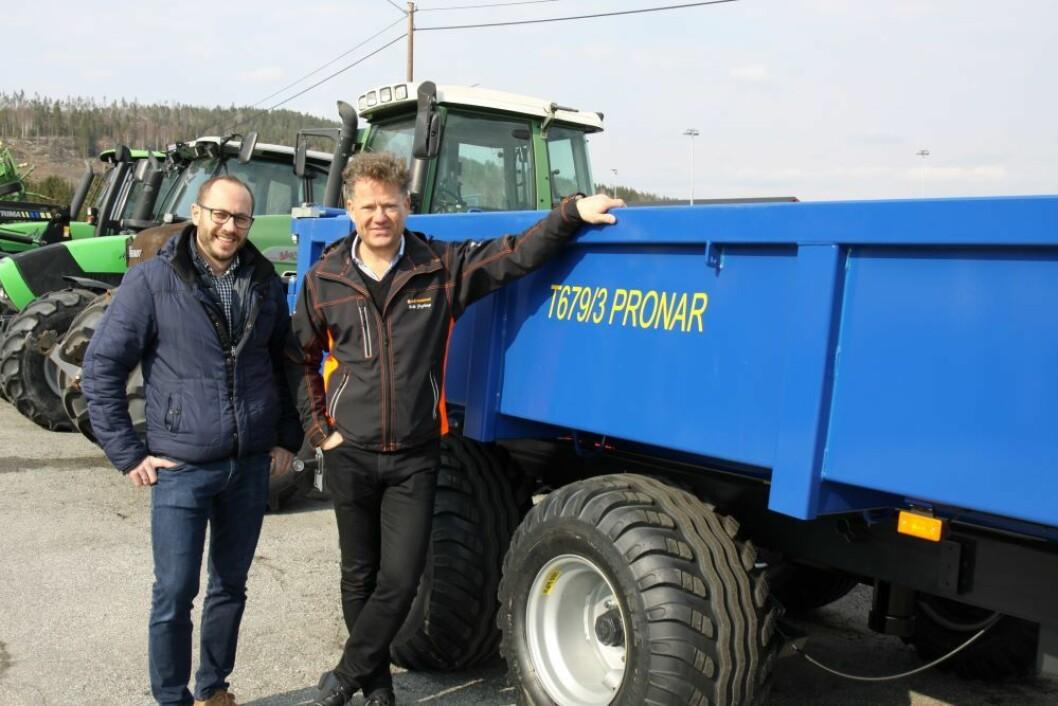Łukasz Wąs fra Pronar og Erik Grefberg, adm.dir i A-K maskiner. Foto: S. Bigseth