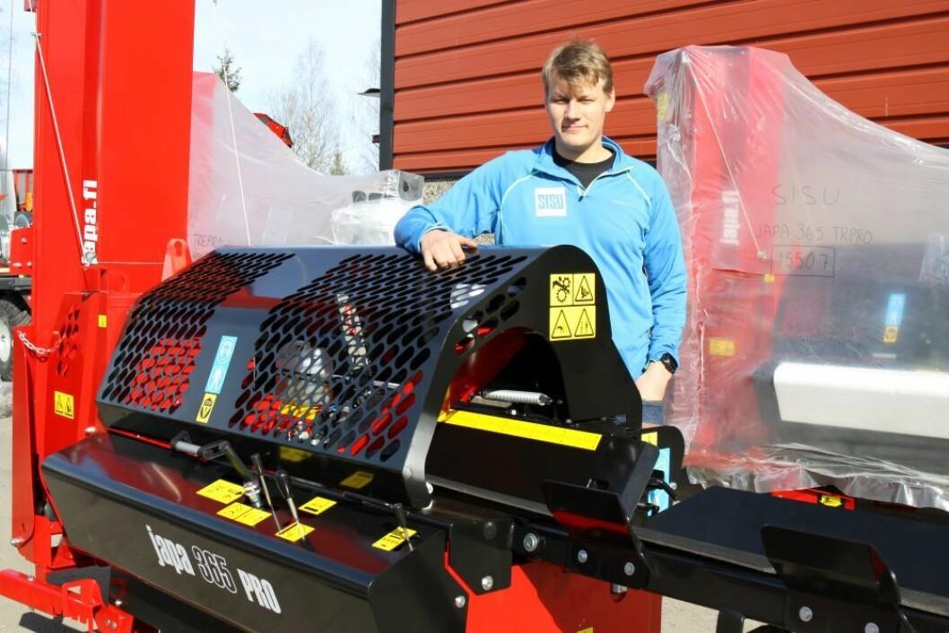 Arne Martin Oppegaard hos Sisu Produkter tror vedmaskinen fra Japa vil treffe godt i markedet.