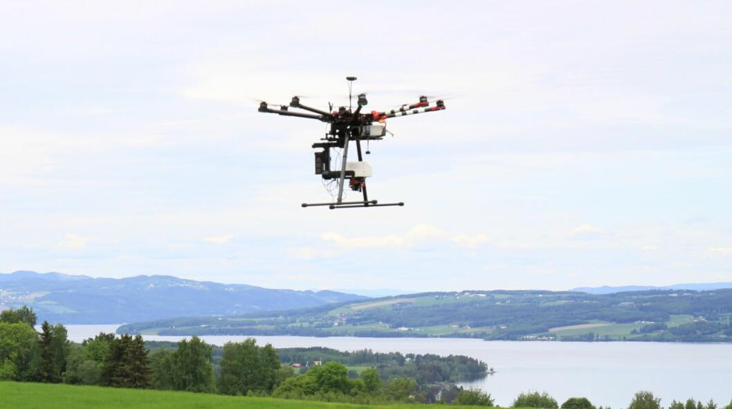 Droner kan få en rekke nytteområder i landbruket. Her fra dronedemo på Nibio Apelsvoll. Foto: S. Bigseth