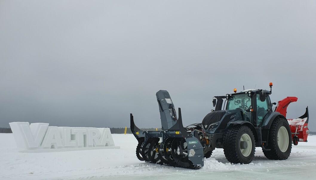Valtra Ulimited med snøutstyr fra Globus