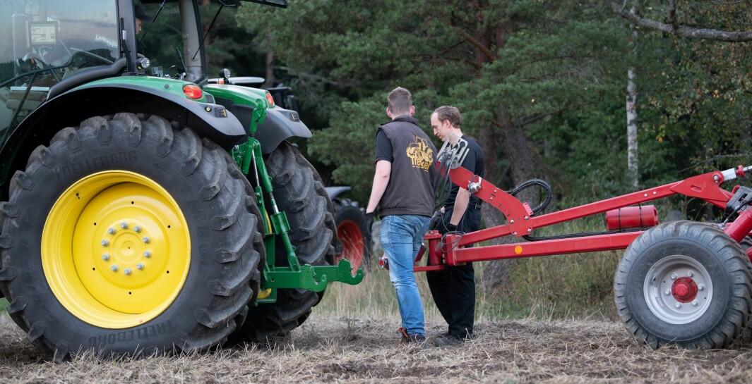 Tilpass redskap til traktor og bruk tid til å stille inn redskapet. Det kan spare deg for en del dieselutgifter.