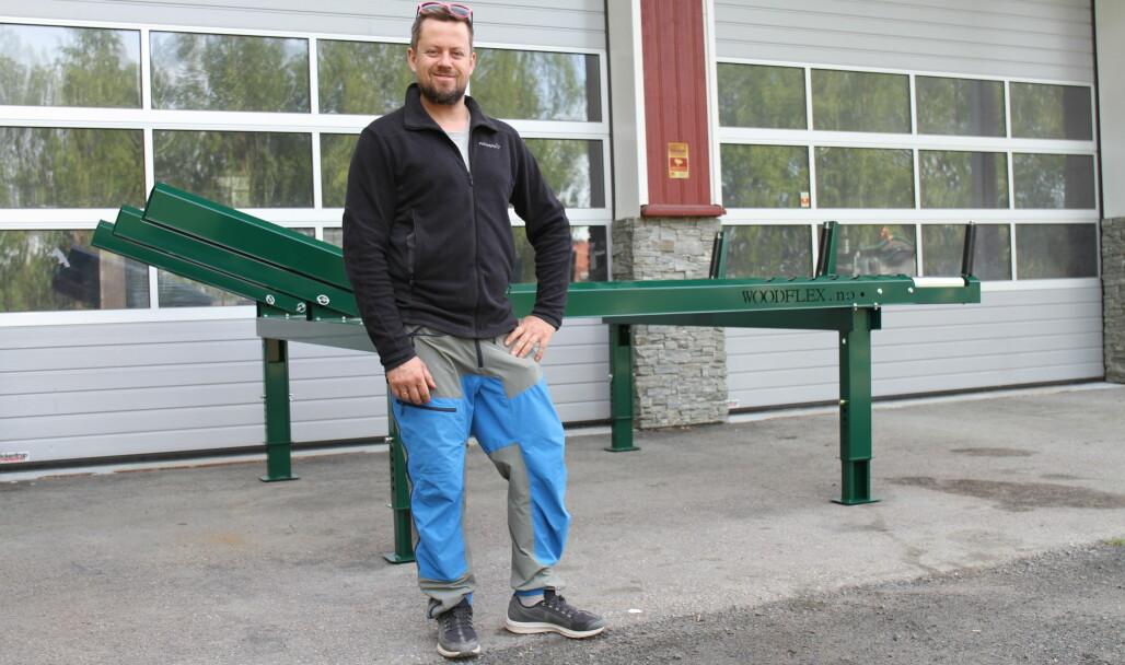 Øyvind Schulstadsveen presenterer et nytt stokkebord med hydraulisk drift.