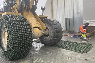 1,4 tonn kjetting – på hvert dekk!