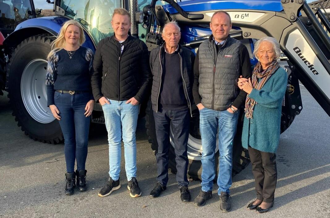 Tre generasjoner Øgreid. Fra Venstre: Anniken, John Magne, Magne, John Inge og Bjørg.