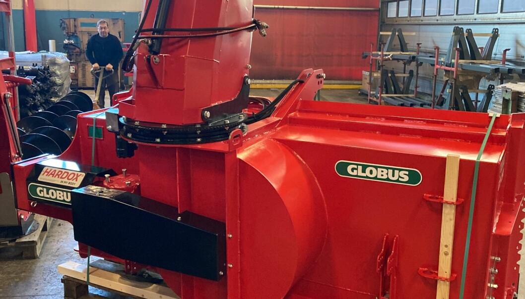 Globus snøfreser ferdig montert i produksjonslokalene på Jæren.