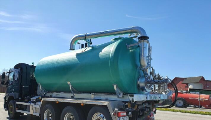 Pumpe og lastesystem er plassert bakerst
