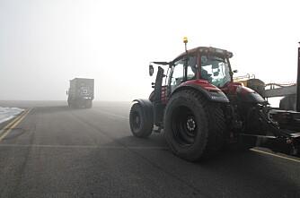 Tester førerløs traktor i kolonnekjøring