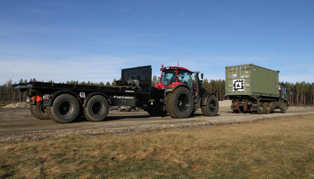 FFI og Yeti Move AS har utviklet et system som gjør det mulig å få en ubemannet traktor til å følge et annet kjøretøy.