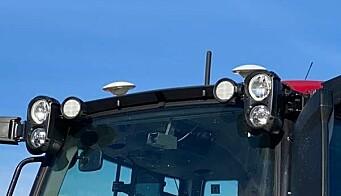 Kameraet er plassert høyt oppe på frontruta