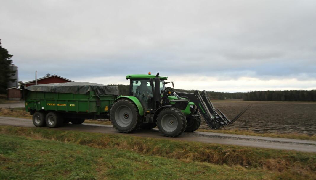 Både traktor og tilhenger vil være å få leid. Illustrasjonsfoto