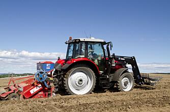 Einar har femten traktorer med autostyring