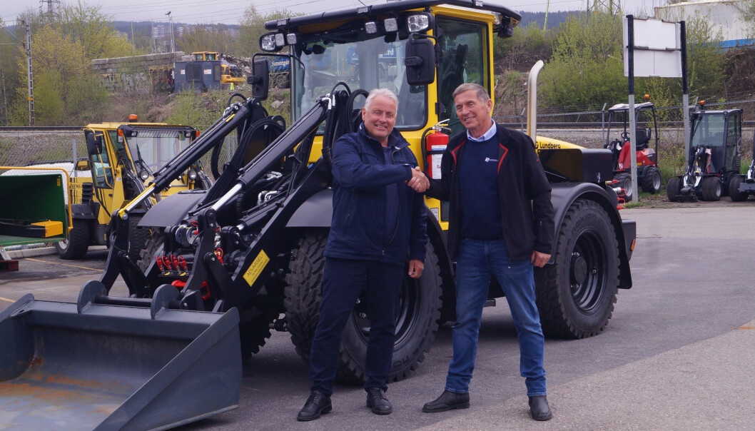 Nå blir redskapsbærerne fra Lundberg å finne hos Akershus Traktor. Ole Hveem (t.v.) og Rune Sandhaug.