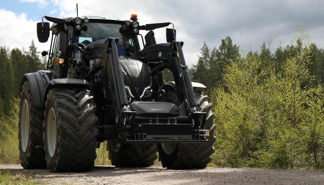 Den første Valtra N5-traktoren ankom landet bare noen uker etter lansering. Vi fikk prøve traktoren en tur, men hvordan er den sammenlignet med forrige generasjon?