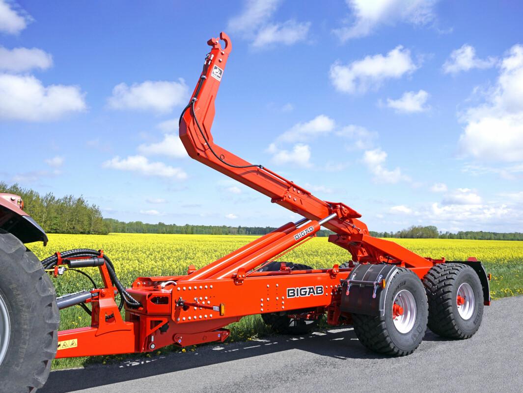 Du kan få hydraulisk støttefot og verktøykasse som tilleggsutstyr på B20.
