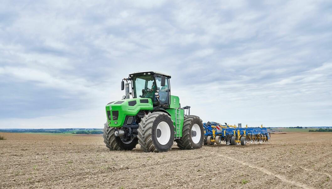 Ytelsen på traktoren tilsvarer rundt 400 hk.